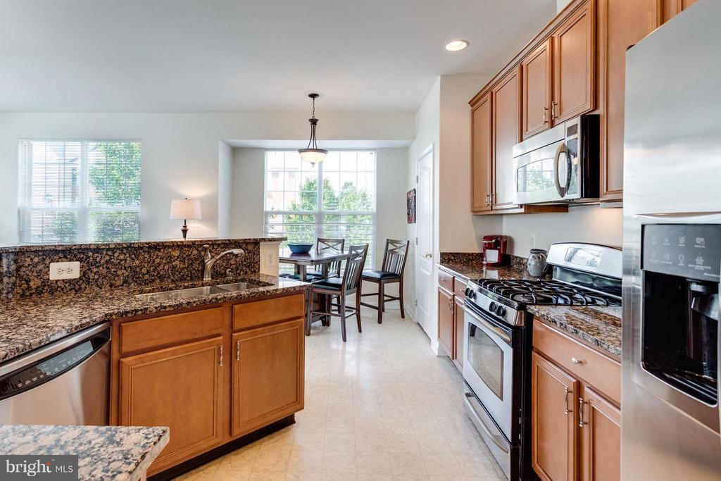Great layout!  Eating area & bar counter! - 20144 PRAIRIE DUNES TER, ASHBURN