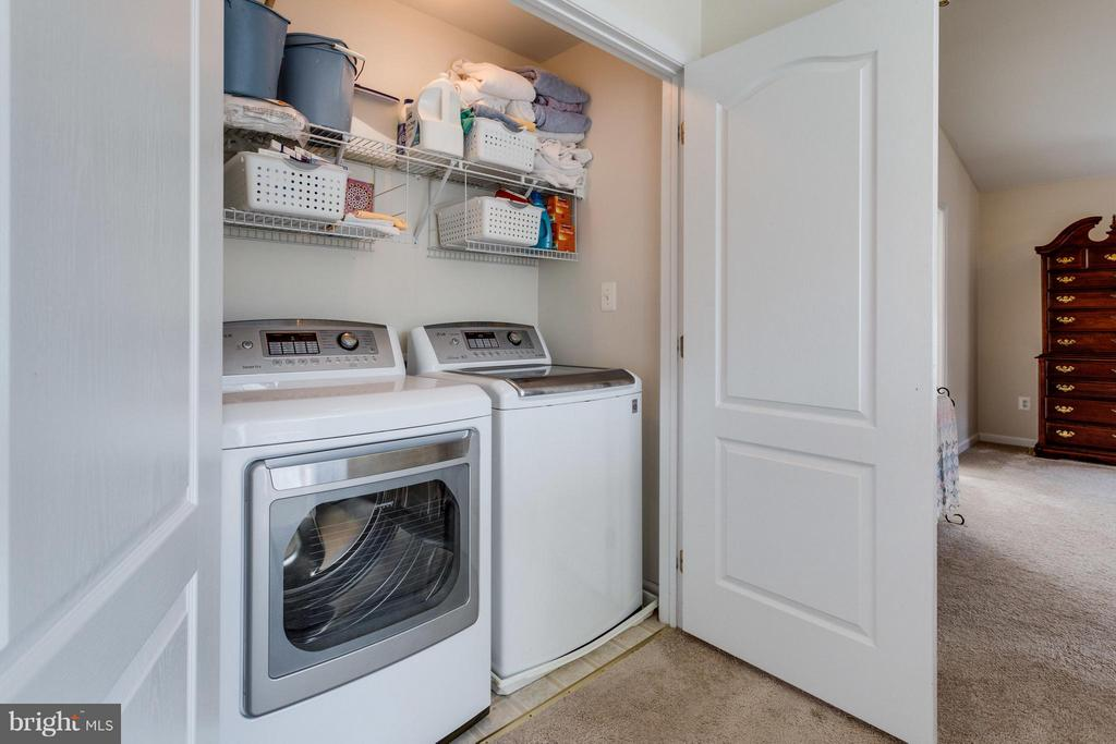 Convenient upper level laundry - 20144 PRAIRIE DUNES TER, ASHBURN