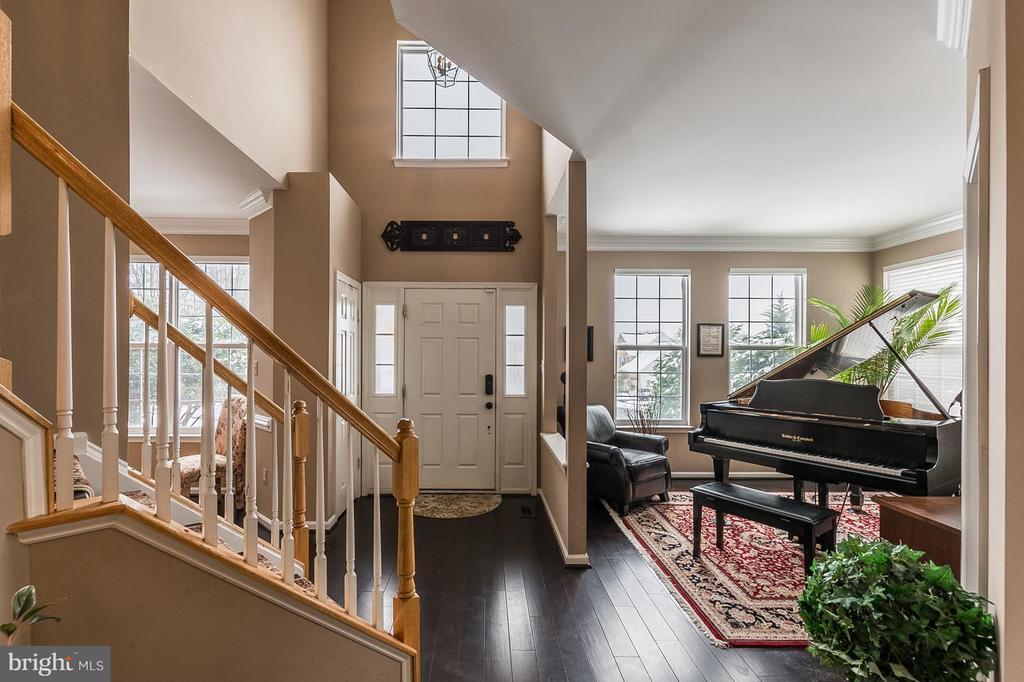 Foyer/Livingroom - 1360 GRANT ST, HERNDON