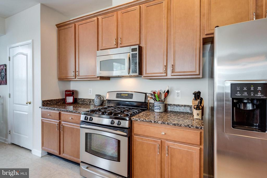 Top appliances - 20144 PRAIRIE DUNES TER, ASHBURN