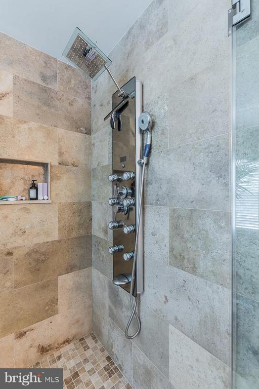 Master Bath Shower Tower - 1360 GRANT ST, HERNDON
