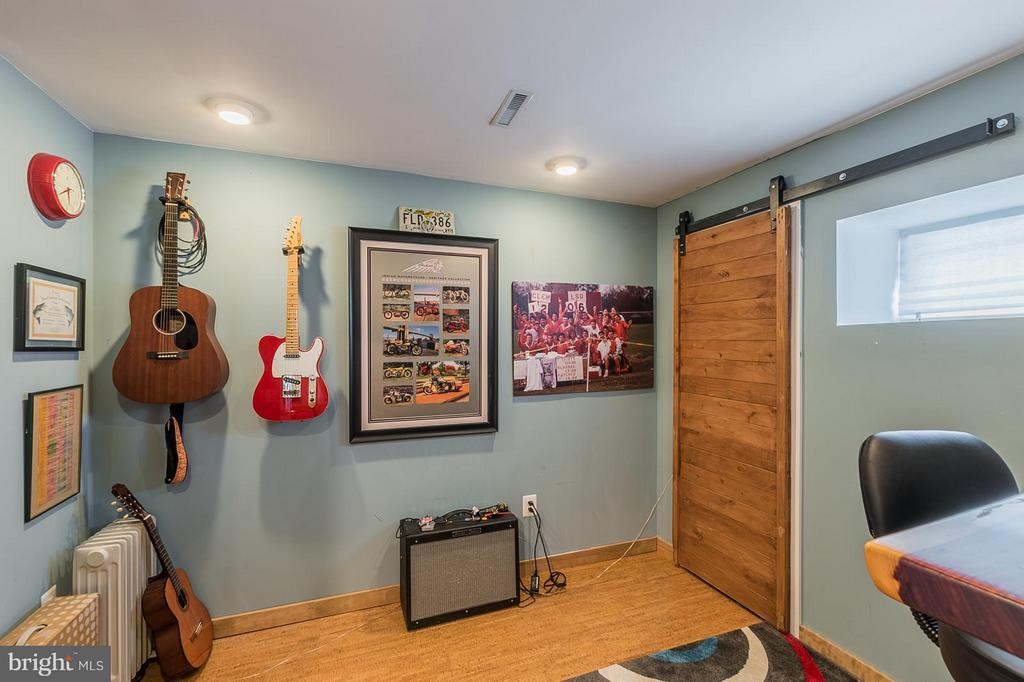 Basement Bonus/2nd Office/Possible 6th Bedroom - 1360 GRANT ST, HERNDON