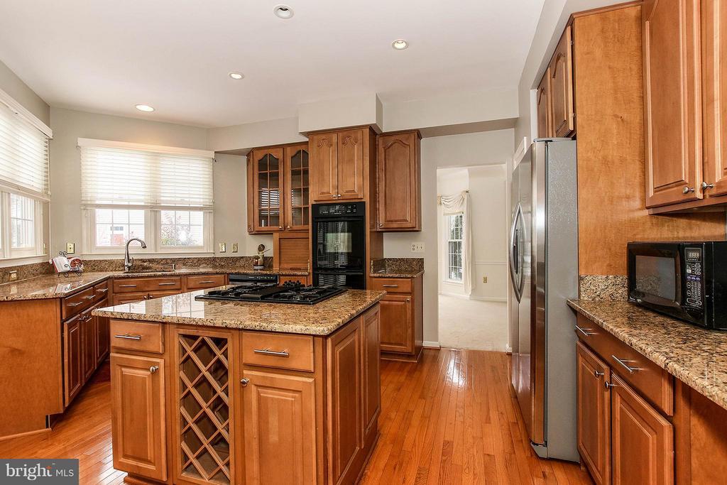 Kitchen - 46611 KINGSCHASE CT, STERLING