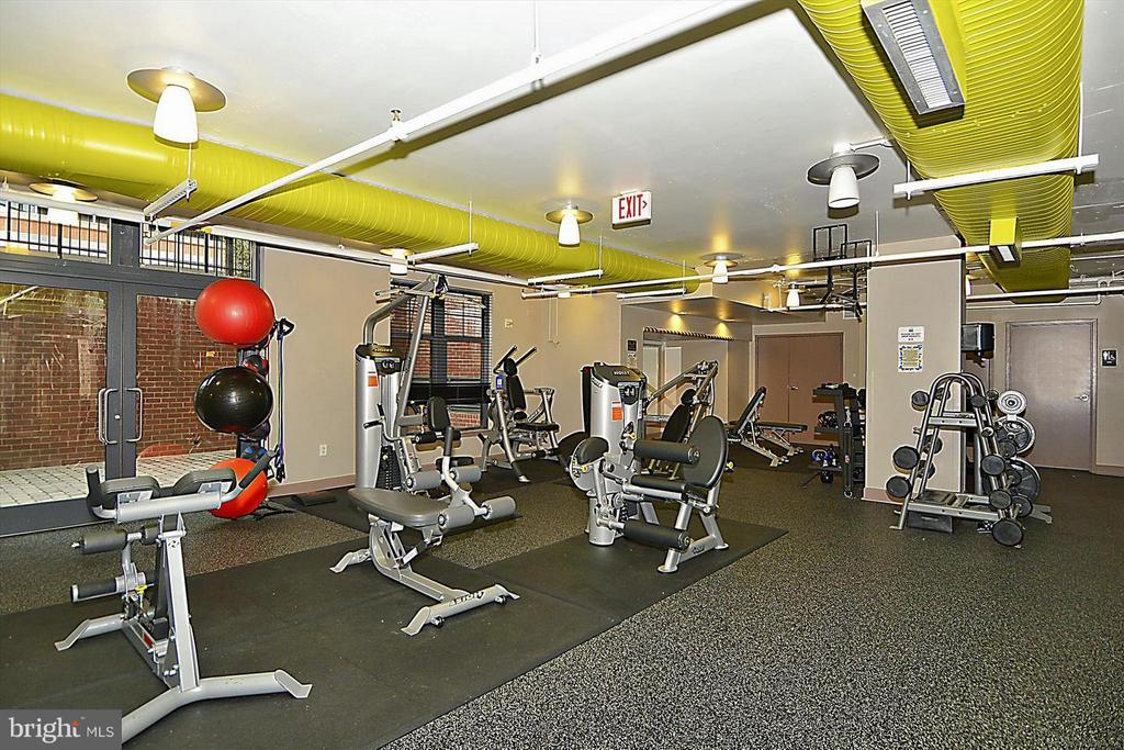 Exercise Facility - 1021 N GARFIELD ST #118, ARLINGTON