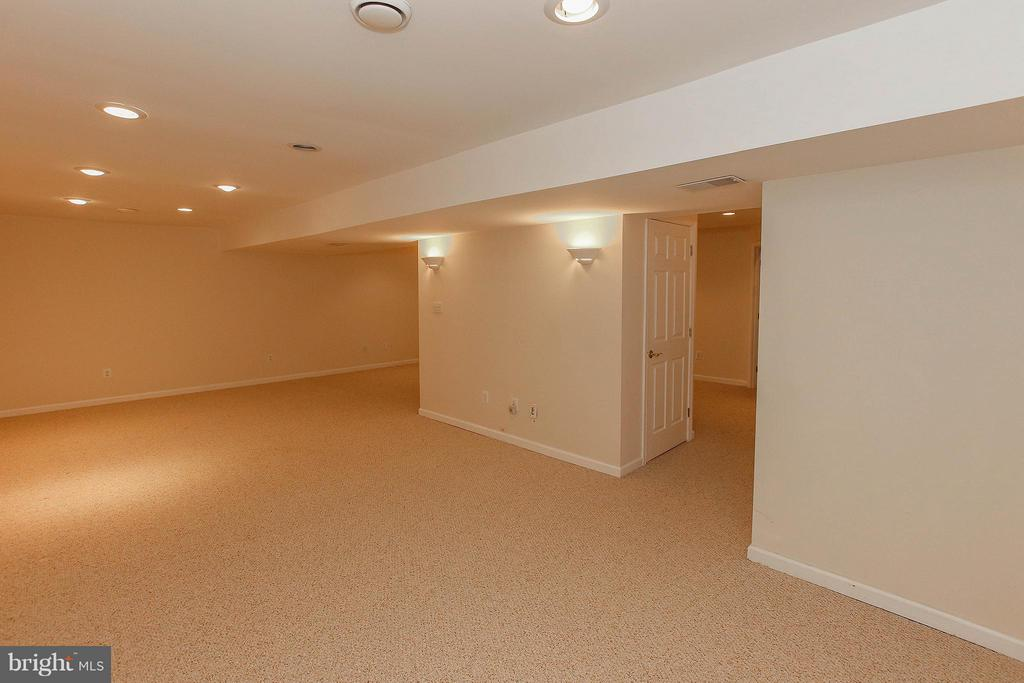 Rec Room In Basement - 46611 KINGSCHASE CT, STERLING
