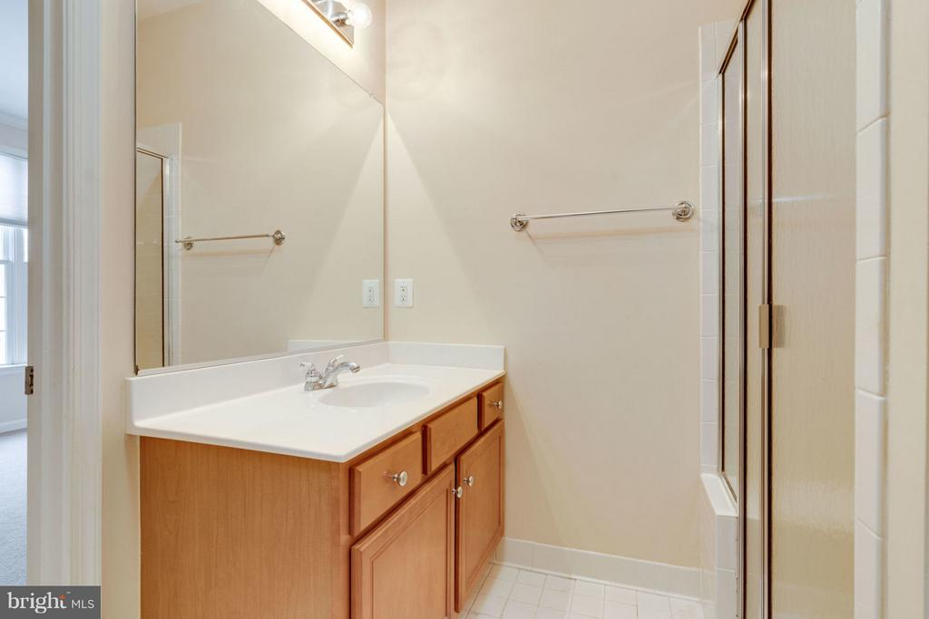 Full Bath - 8020 POHICK RD, SPRINGFIELD