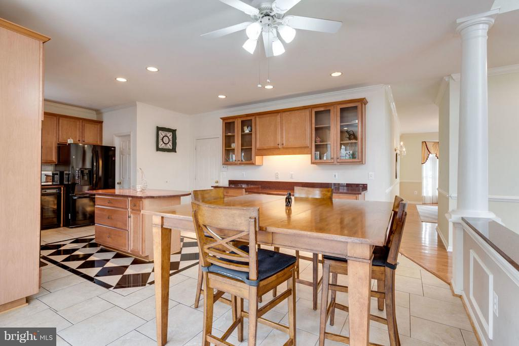 - 8020 POHICK RD, SPRINGFIELD