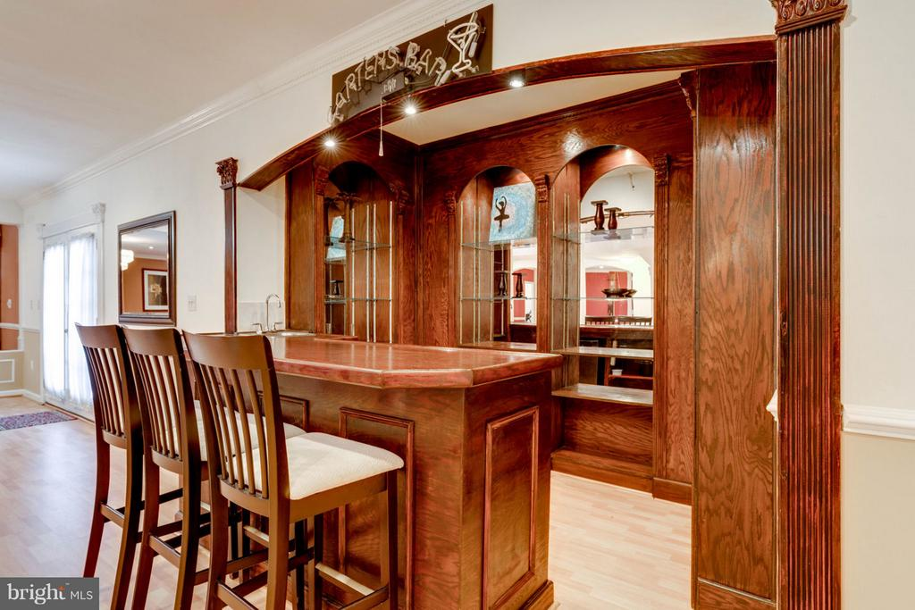 Wet Bar - 8020 POHICK RD, SPRINGFIELD