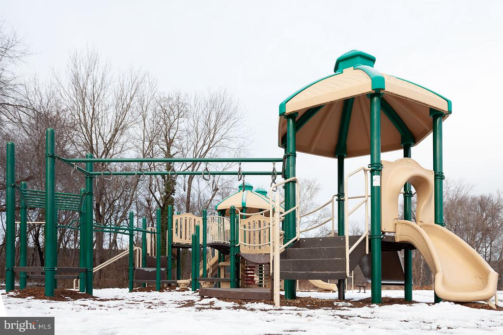 Playground - 3310 DONA AVE, ALEXANDRIA