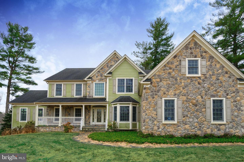 Maison unifamiliale pour l Vente à 11 GEPHARDT FARM Road Pittstown, New Jersey 08867 États-UnisDans/Autour: Union Township