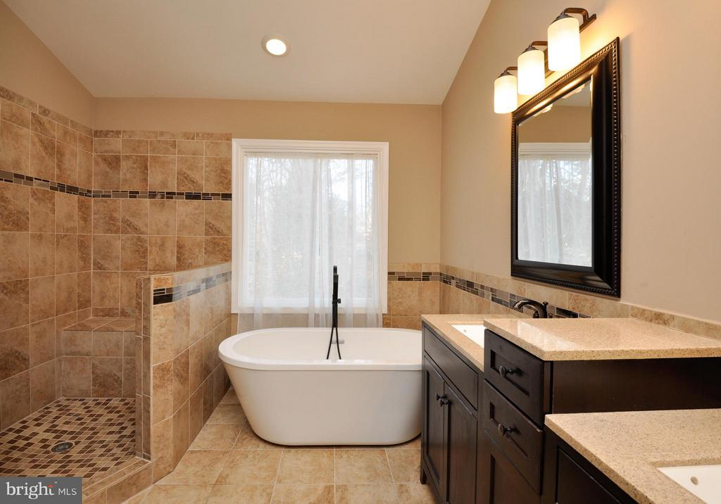 Spa like master bath! - 2 CHARLESTON CT, STAFFORD