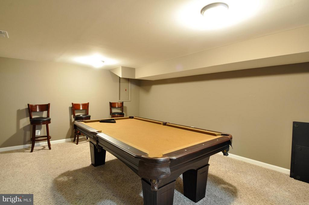 Separate game room! - 2 CHARLESTON CT, STAFFORD