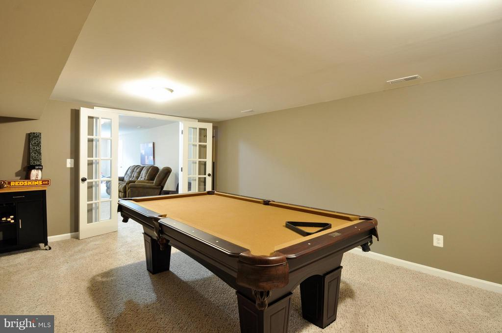 Basement game room. - 2 CHARLESTON CT, STAFFORD