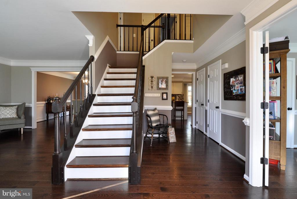 Stunning Foyer with beautiful hardwoods! - 2 CHARLESTON CT, STAFFORD