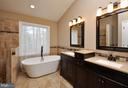 Stunning master bath! - 2 CHARLESTON CT, STAFFORD