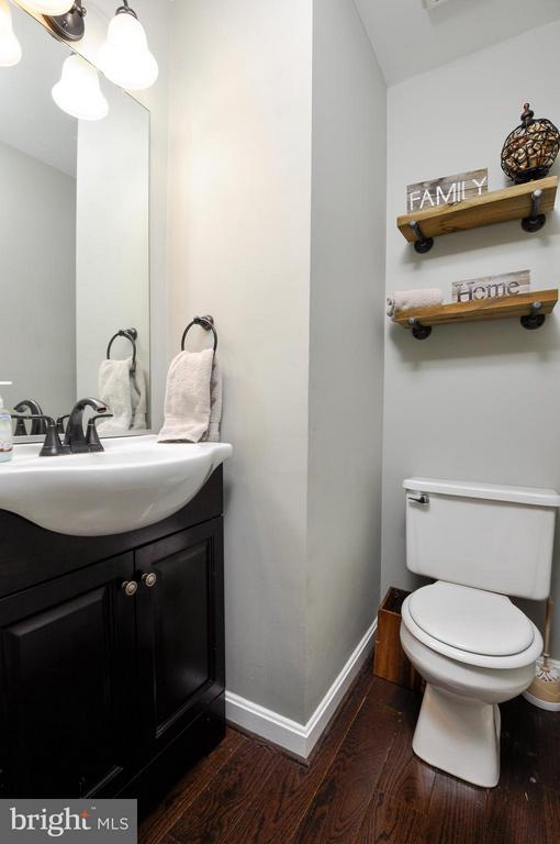 Quaint powder room! - 2 CHARLESTON CT, STAFFORD