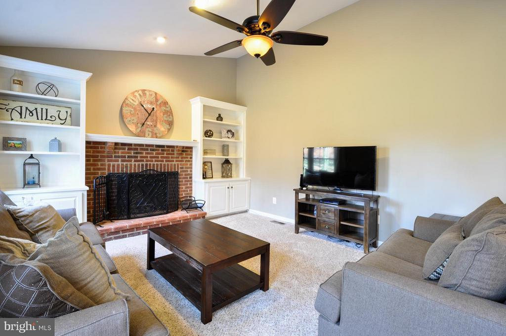 Family room with wood-burning fireplace. - 2 CHARLESTON CT, STAFFORD
