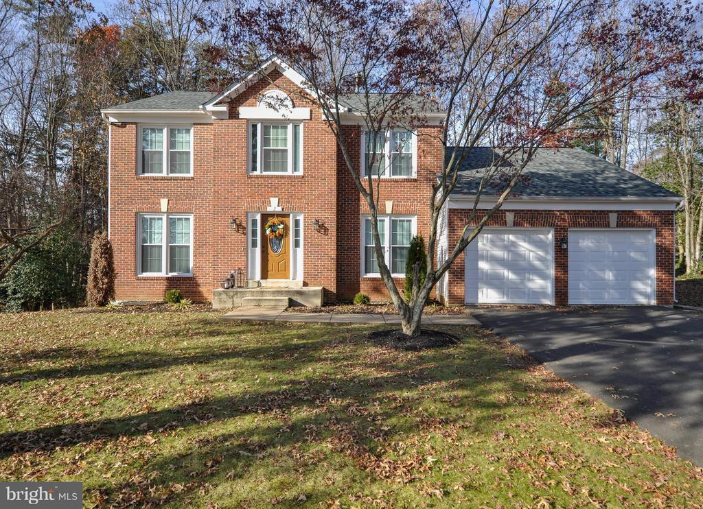 Beautiful home located in The Manors of Park Ridge - 2 CHARLESTON CT, STAFFORD