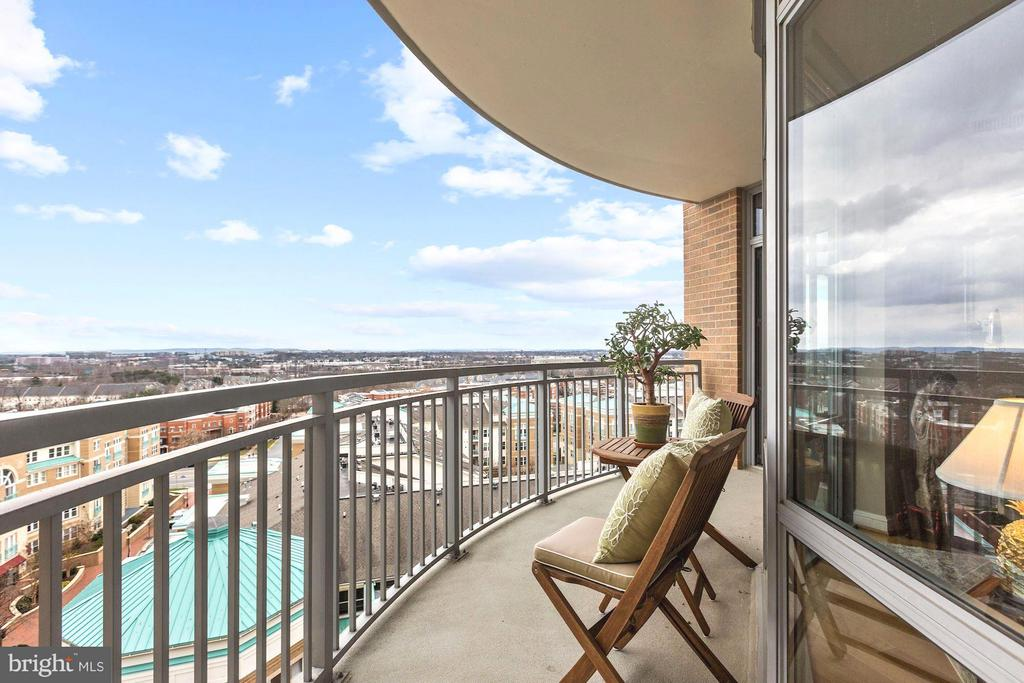 Every day offers a different view! - 11990 MARKET ST #913, RESTON