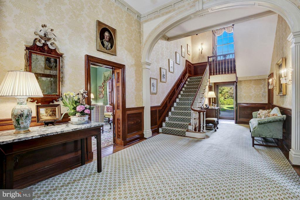 Grand Entry Hall - 601 & 607 ORONOCO ST, ALEXANDRIA