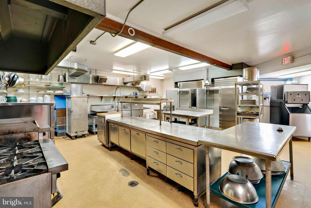 Commercial Kitchen equipment conveys - 12494 MOSS HOLLOW RD, MARKHAM