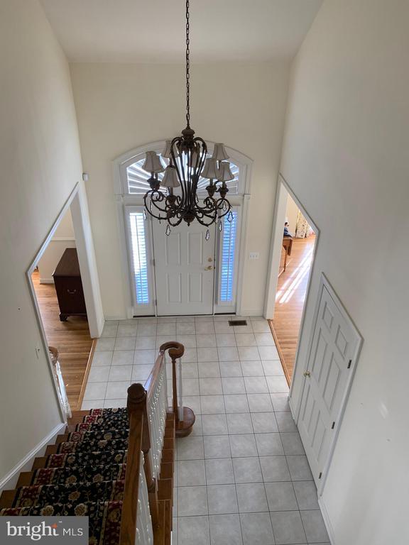View from open upper hallway to foyer below. - 18403 KINGSMILL ST, LEESBURG