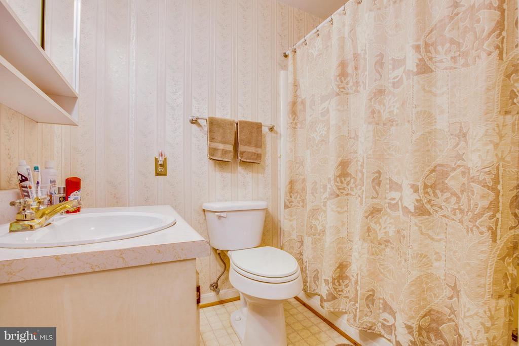 Bath - 110 SHENANDOAH LN, STAFFORD