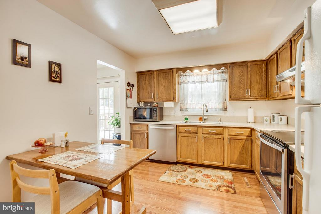 Eat-in Kitchen - 110 SHENANDOAH LN, STAFFORD
