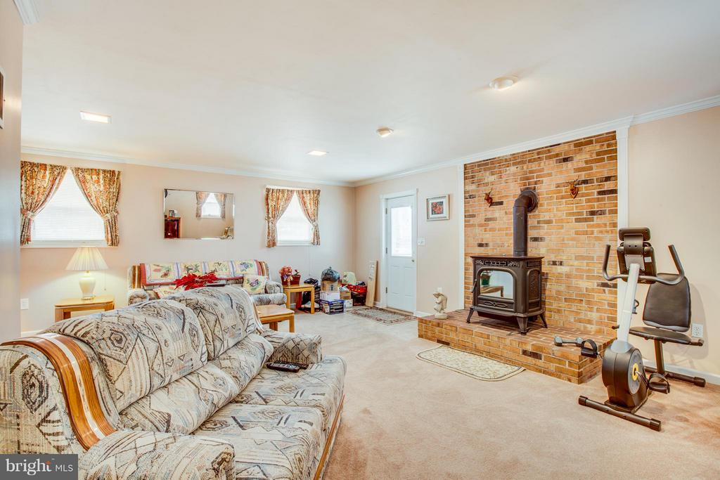 Family Room with Pellet stove - 110 SHENANDOAH LN, STAFFORD