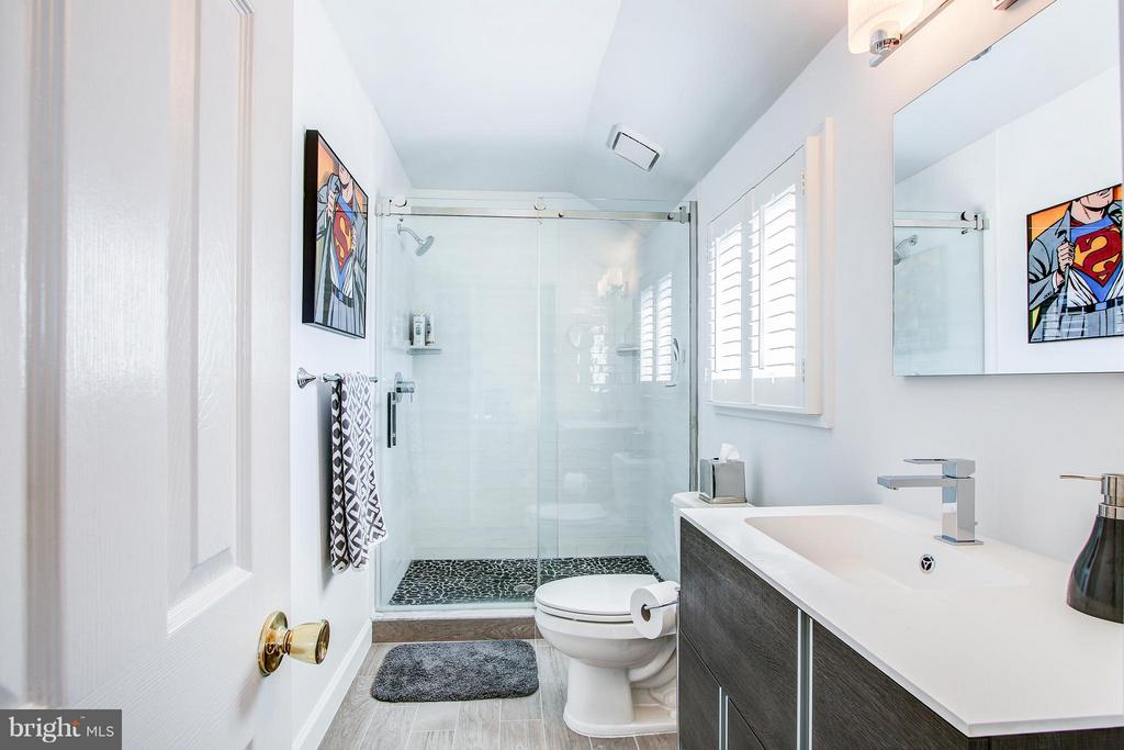 Jack and Jill Bath for bedrooms 3 and 4 - 7013 EXFAIR RD, BETHESDA