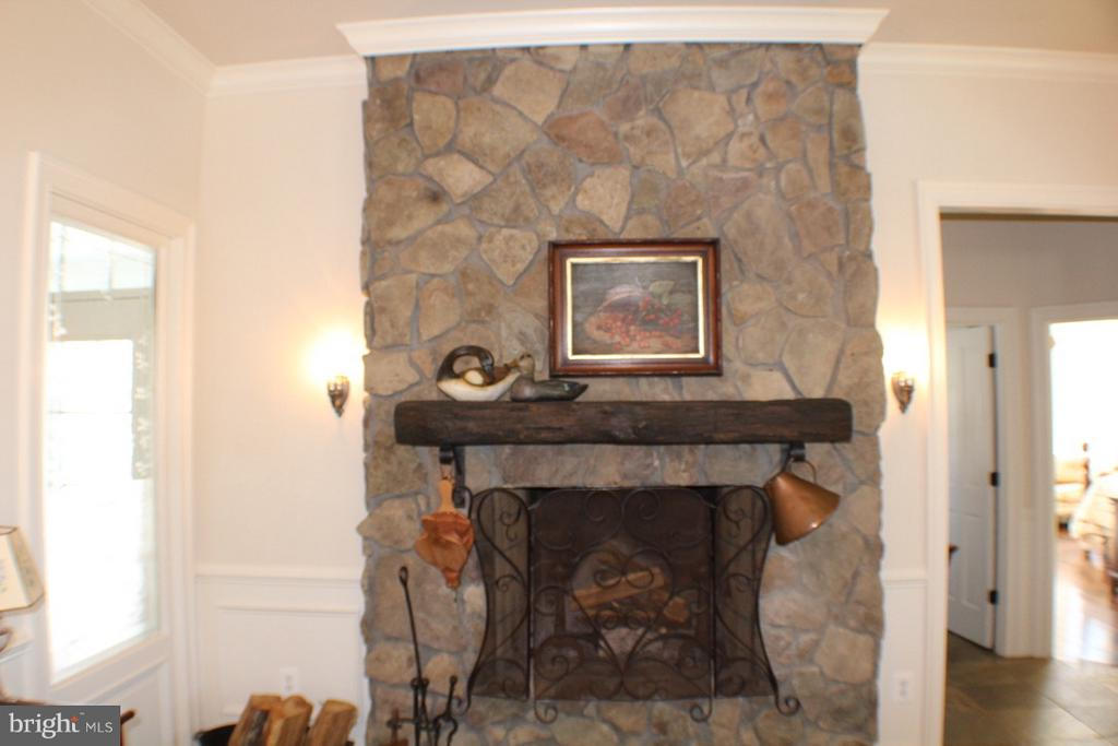STONE FIREPLACE WITH OLD BEAM MANTEL - 20970 STEPTOE HILL RD, MIDDLEBURG