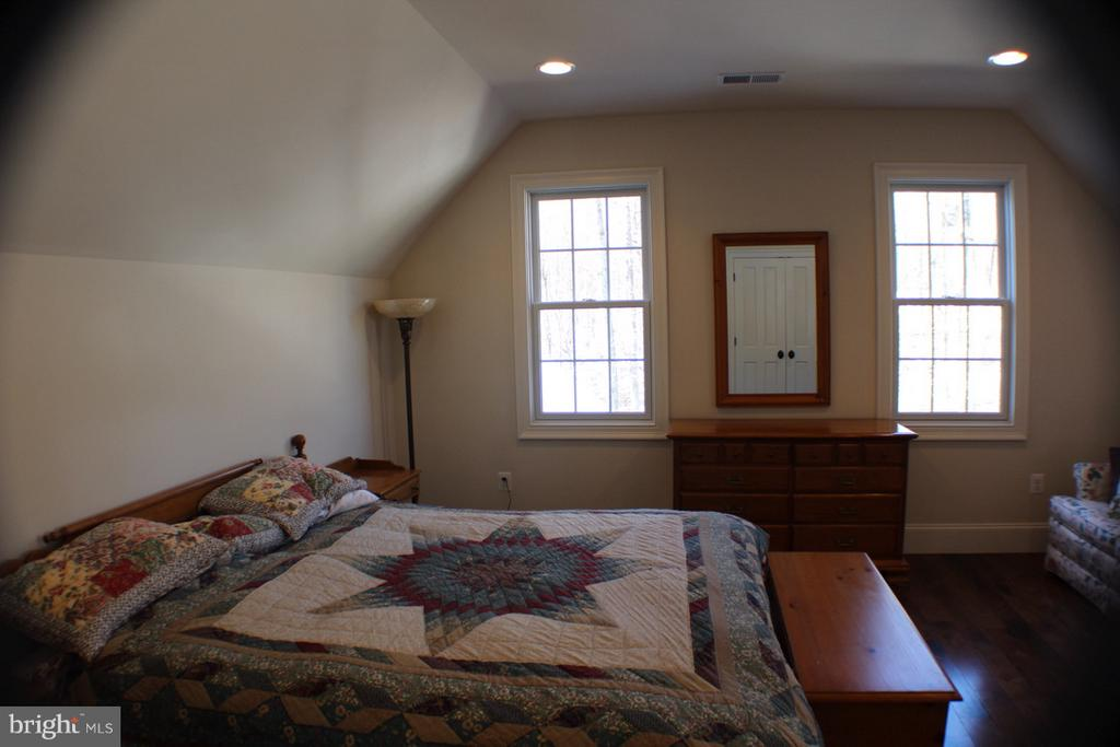 SECOND BEDROOM - 20970 STEPTOE HILL RD, MIDDLEBURG