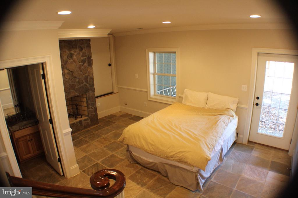 LOWER LEVEL  WALKOUT WITH BATHROOM AND FIREPLACE - 20970 STEPTOE HILL RD, MIDDLEBURG