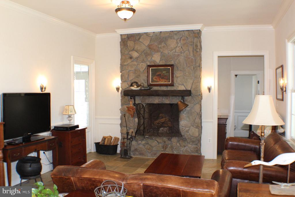 FAMILY ROOM WITH STONE WOOD BURNING FIREPLACE - 20970 STEPTOE HILL RD, MIDDLEBURG