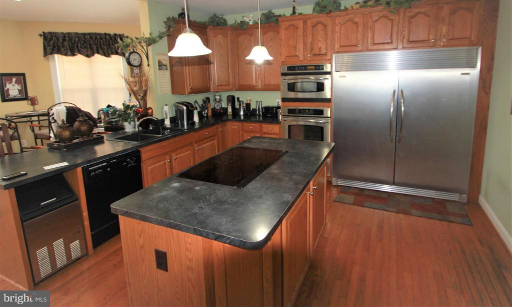 Gourmet Kitchen with Large Frig - 91 MT HOPE CHURCH RD, STAFFORD