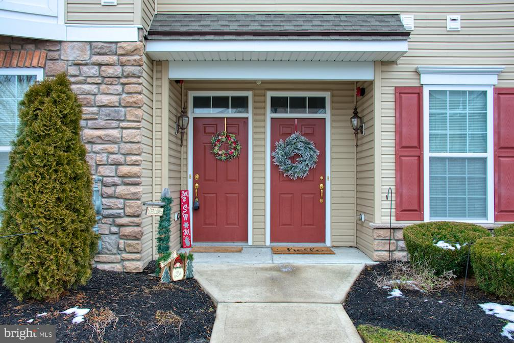 Photo of home for sale at 704 Van Gogh Court, Williamstown NJ