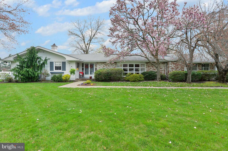Частный односемейный дом для того Продажа на 705 KINGS HWY West Deptford, Нью-Джерси 08096 Соединенные Штаты