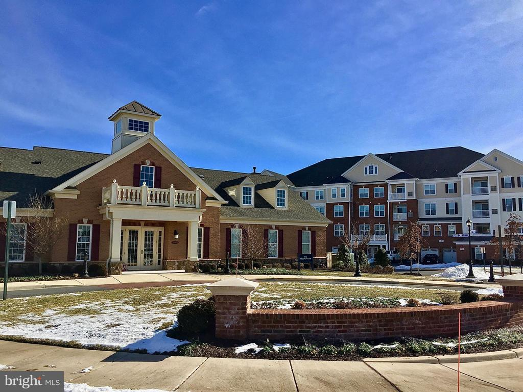 Clubhouse with many activities - 21025 ROCKY KNOLL SQ #203, ASHBURN