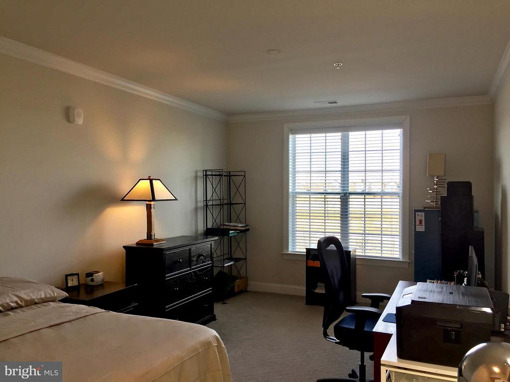 Light in every room - 21025 ROCKY KNOLL SQ #203, ASHBURN