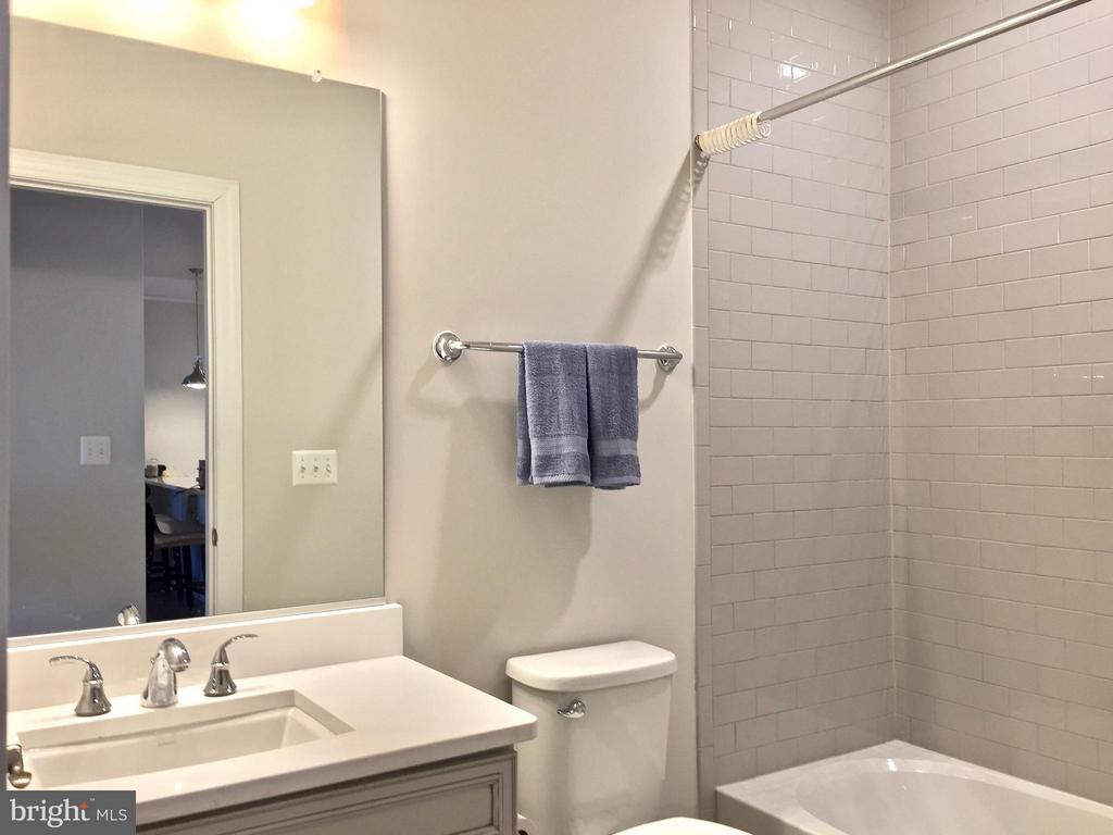 Updated bathrooms - 21025 ROCKY KNOLL SQ #203, ASHBURN