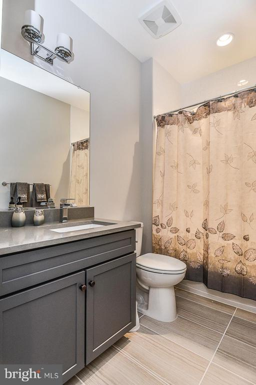 Upgraded Hall Bath with Quartz & Subway Title - 6103 OLIVET DR, ALEXANDRIA