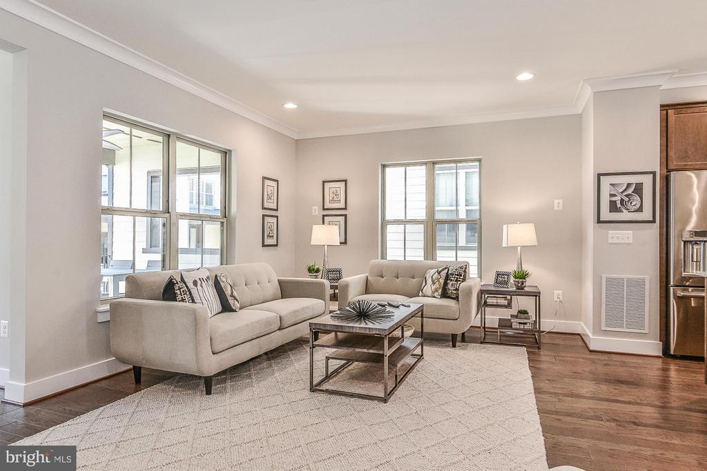 Sunlit Living Room - 6103 OLIVET DR, ALEXANDRIA