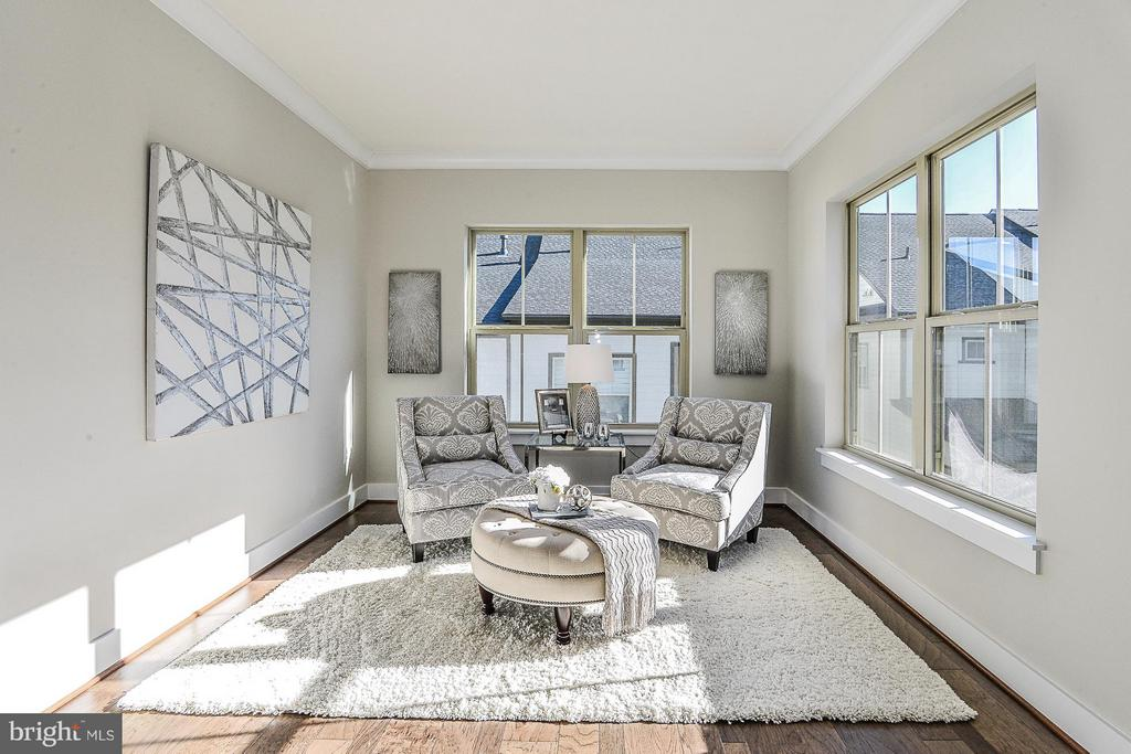 Cozy Sitting Room in Master BR - 6103 OLIVET DR, ALEXANDRIA