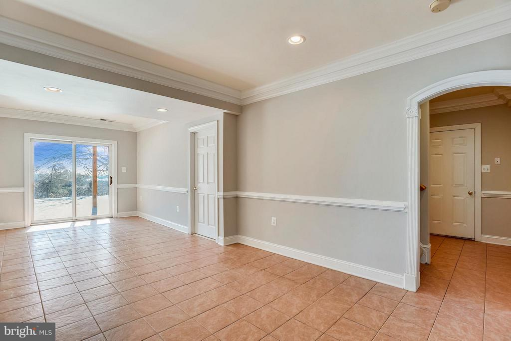 Walk out Basement great for Entertaining - 39877 THOMAS MILL RD, LEESBURG