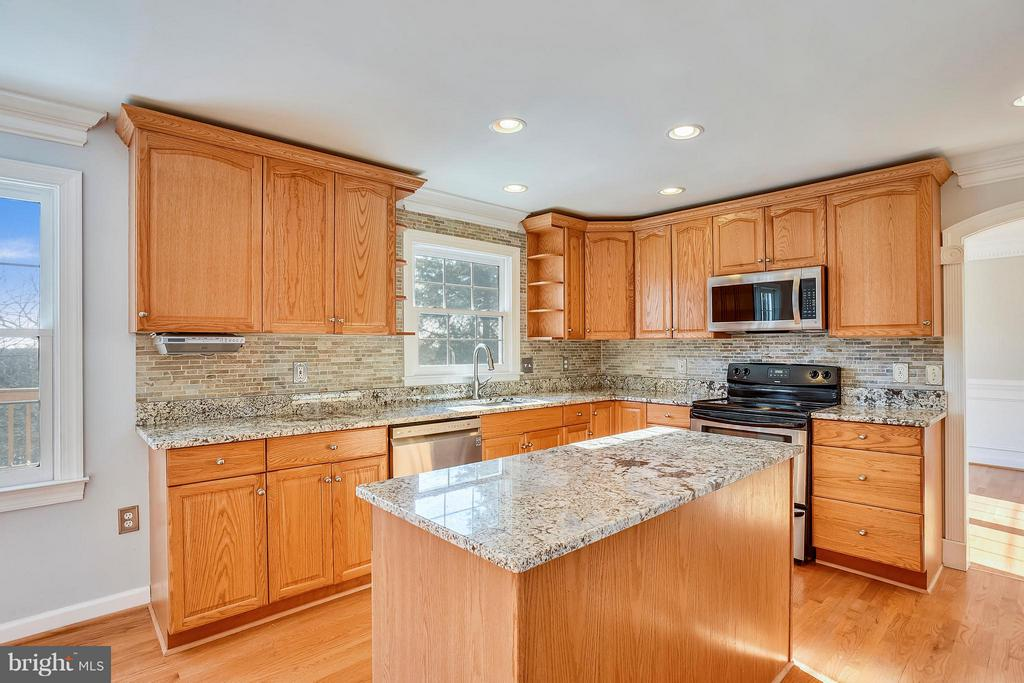 Beautiful Kitchen with Recessed Lighting - 39877 THOMAS MILL RD, LEESBURG