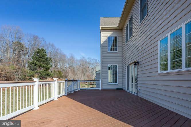 Large deck - 8510 KITTAMA DR, CLINTON