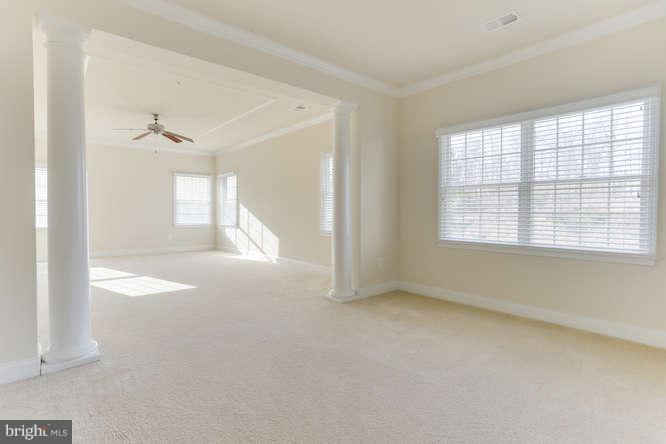 Master bed with sitting room - 8510 KITTAMA DR, CLINTON