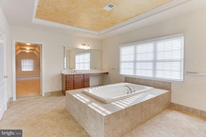 Master bath - 8510 KITTAMA DR, CLINTON
