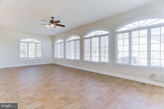 Bright and airy sun room - 8510 KITTAMA DR, CLINTON
