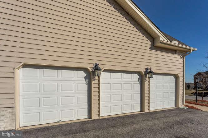 Over sized garage - 8510 KITTAMA DR, CLINTON